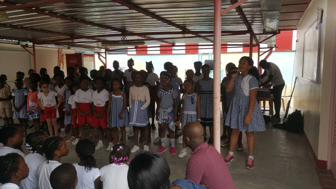 Echanges inter chorales, le Nid de Cocody a reçu l'école La Pépinière des Deux Plateaux.