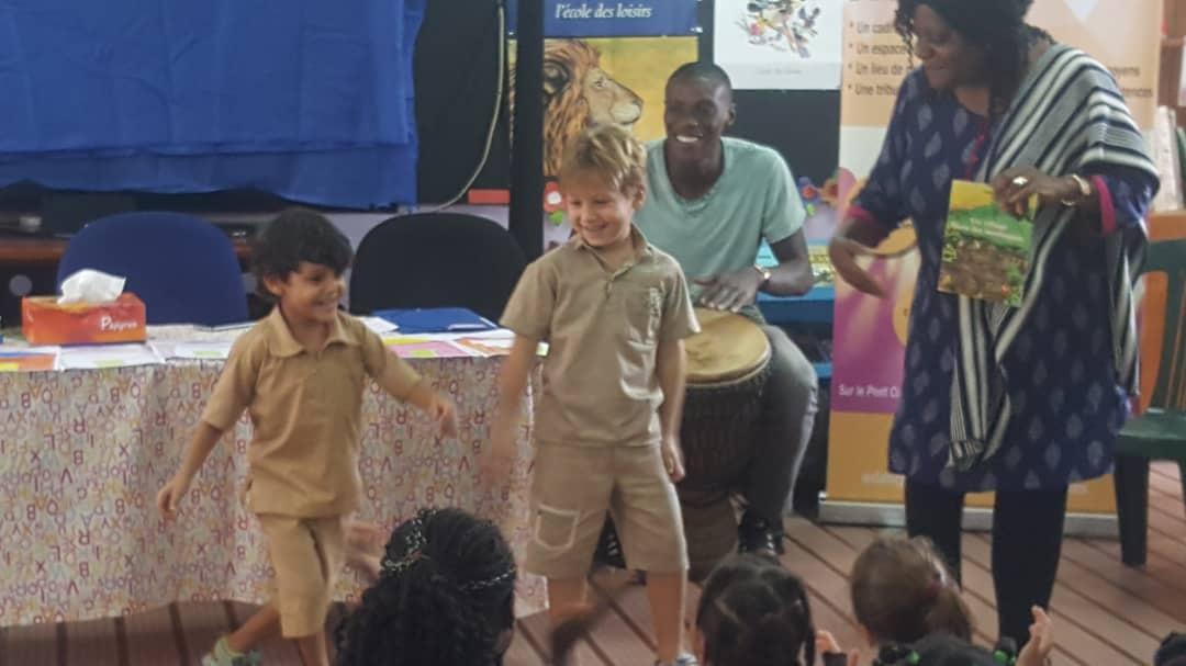 Rencontre des élèves de CP avec Mariame Gba, auteure de livres pour enfants.