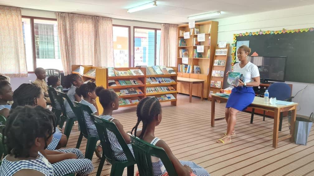 Rencontre des élèves de élèves de CM1C avec Charline Legault, auteure du livre N'Dogoula